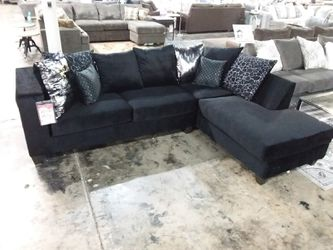 BLACK GLAM SECTIONAL SOFA WITH ACCENT PILLOWS for Sale in Richardson,  TX
