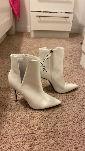 White ankle heeled boots size 7 for Sale in Miami, FL