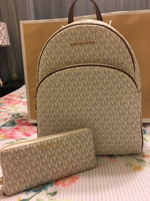 New Authentic Michael Kors Large Backpack and Large Wristlet Wallet Set for Sale in Lakewood, CA