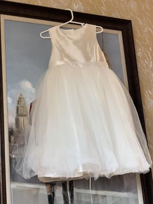 Beautiful flower girl dress ! Size 6!My daughter worn it one time on wedding! Excellent condition! for Sale in Federal Way, WA