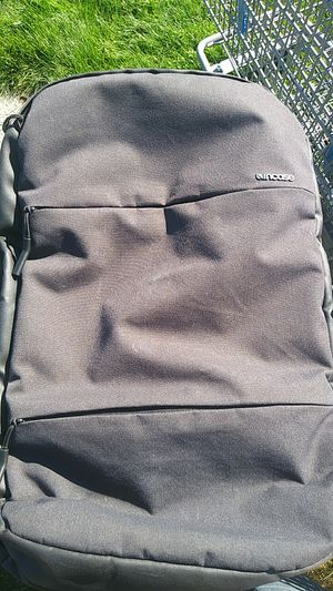 Incase city commuter 15' laptop backpack charcoal color for Sale in Everett, WA