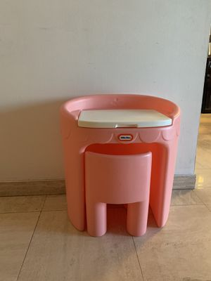 Desk and vanity with chair little tikes for Sale in Miami, FL
