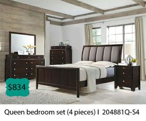 Queen bedroom set 4 pieces for Sale in Downey, CA