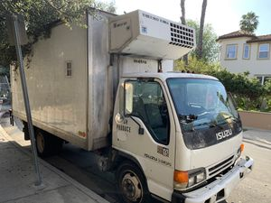 ISUZU NQR 2003 truck for Sale in Los Angeles, CA
