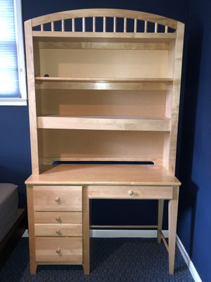 Desk and Hutch for Sale in Alexandria, VA
