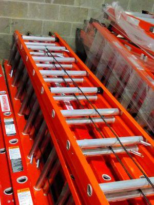 40ft Fiberglass Extension Ladder for Sale in Atlanta, GA
