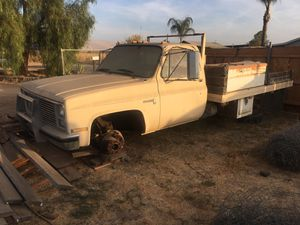 Chevy diesel no tittle. No dmv record. No tittle saleing as parts truck only for Sale in Fresno, CA