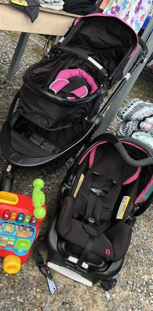 Car seat and stroller combo for Sale in Maiden, NC