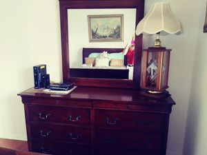 Dresser with mirror for Sale in Joliet, IL