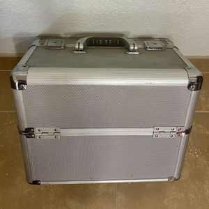 Silver Makeup Train Case / Normal Wear / Great for New Makeup Collector or Professional Makeup Artist for Sale in Fullerton, CA