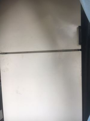 Kenmore Refrigerator good condition working good for Sale in Nashville, TN