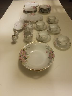 Mix of green & red antique noritake azalea fine China 32 pieces for Sale in Chandler, AZ