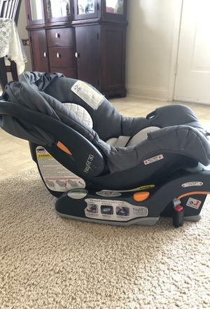Chicco keyfit 30 carseat and two car seat bases for Sale in Fayetteville, NC