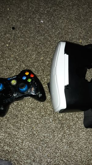 Vr headset + controller for Sale in Quincy, IL