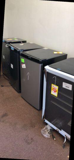 Mini fridge Liquidation P9OOU for Sale in Dallas,  TX