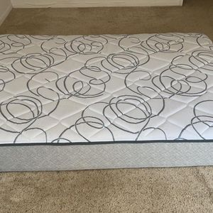 Sealy Plush Mattress — Queen for Sale in Centereach, NY