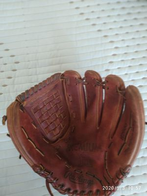 13 inches Rawling baseball glove for Sale in Pompano Beach, FL