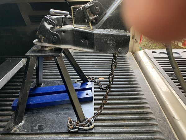 Fifth wheel tow attachments