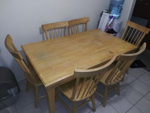 Kitchen/Dining room table and 6 chairs for Sale in Apple Valley, CA