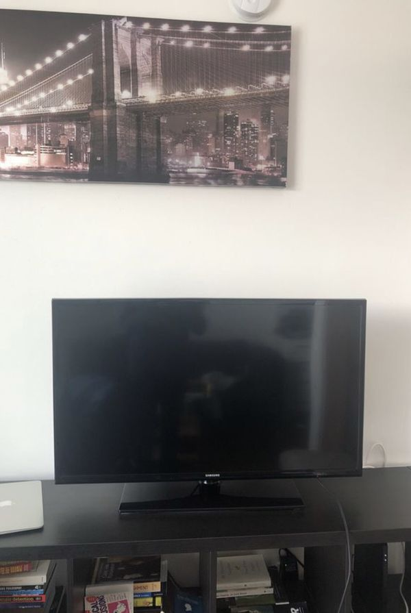 """40"""" Samsung TV with Remote - MUST GO Today"""