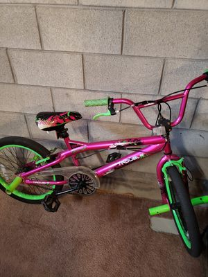 Girls 20 inch Bike for Sale in Carleton, MI