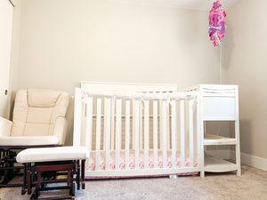 Glider, crib/changing table! for Sale in Puyallup, WA