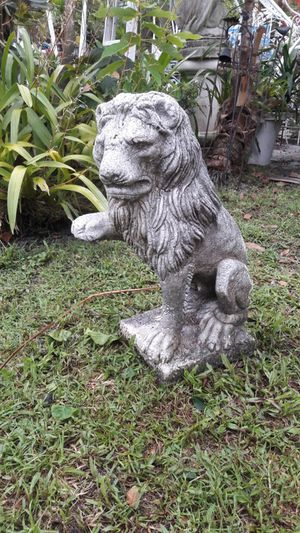 "22"" TALL VINTAGE CONCRETE LION for Sale in Lake Worth, FL"