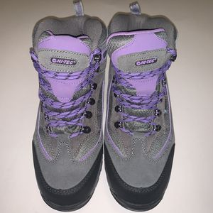 Hi-Tec Women's Waterproof Hiking Boots size 8 for Sale in San Bernardino, CA