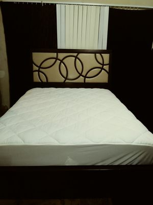 Bed Frame y mattress Queen size for Sale in Houston, TX