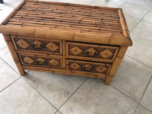 Small dresser/chest for Sale in Hialeah, FL