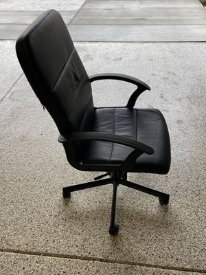 Height adjustable, swiveling office chair for Sale in Dublin, CA