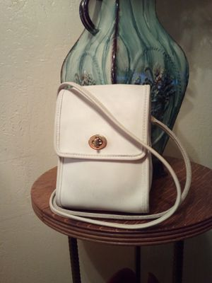 Vintage COACH White Glove Tanned Genuine Cowhide Leather Turn-Lock Front Flap Small Messenger Crossbody Shoulder Bag Purse for Sale in Phoenix, AZ