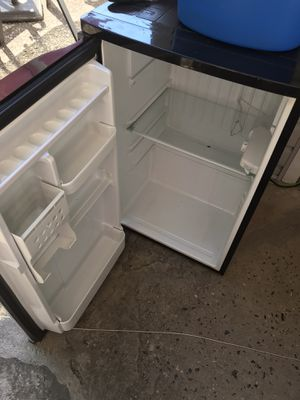 Mini fridge won't stay cold. Not sure why make offer for Sale in York Haven, PA