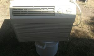 Haier window ac unit. Medium sized. Blows cold for Sale in Fresno, CA