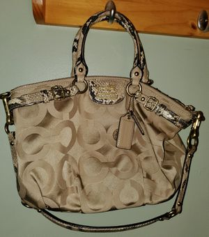 Women's COACH handbag #18650 Gently used. for Sale in Copley, OH