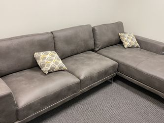 Floor Sample L Shape Sectional Sofa With 2 pillows for Sale in Walnut,  CA