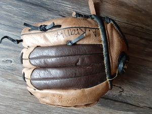 Baseball glove for Sale in South Gate, CA