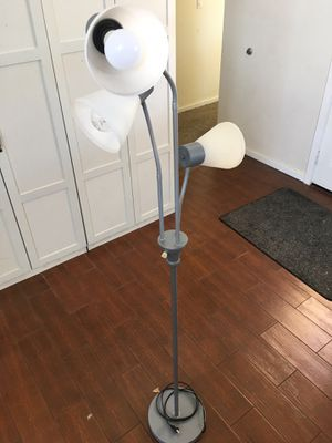 Standing floor lamp for Sale in San Diego, CA
