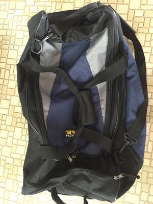XL Duffle bag with wheels & pull out handle for Sale in Derby, CT