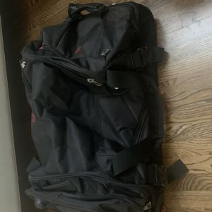 Ful Wheeled Duffle Bag for Sale in Bellevue, WA