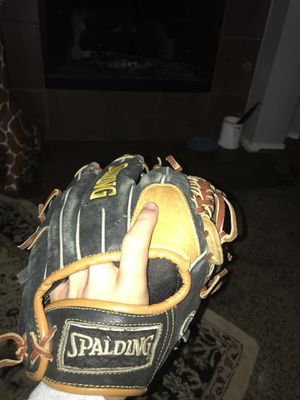 Spalding Baseball Glove for Sale in Allen, TX
