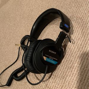 SONY MDR-7506 Professional Headphones for Sale in Lake Geneva, WI