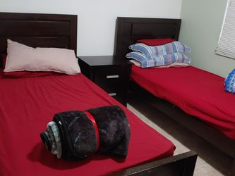 02 Twin. Bed Set for Sale in Hollywood,  FL