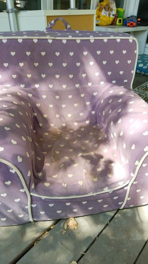 FREE little girls kid chair. Needs to be washed for Sale in Austin, TX