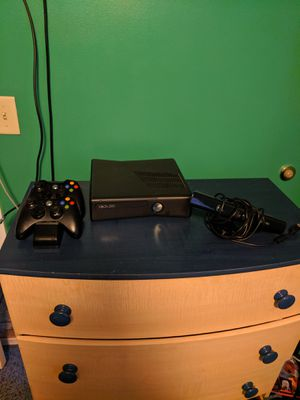 Xbox 360 with controller charging station-Kinect for Sale in Wichita, KS