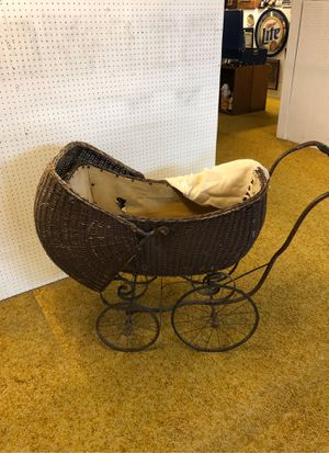 Antique wicker buggy for Sale in Puyallup, WA