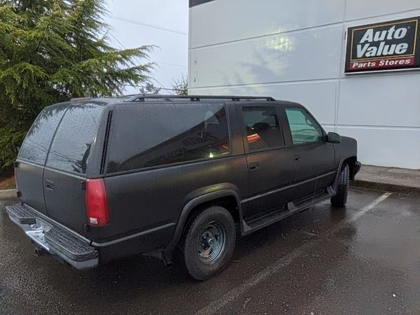 1995 Chevy Suburban Fully Loaded. Private Party --Immaculate.
