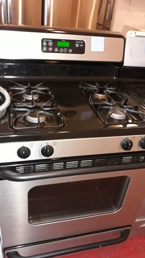 Stainless steel gas stove excellent condition 4months warranty for Sale in Halethorpe, MD