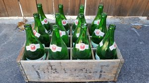 Vintage wooden Garden State soda crate w/ 30oz green bottles for Sale in Covina, CA