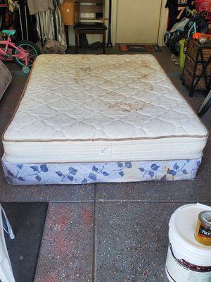 Serta Queen Mattress for Sale in Bakersfield, CA